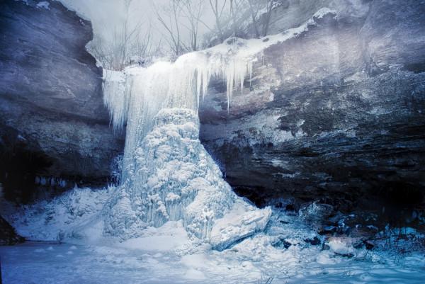 Замерзшие водопады: оледеневшая красота природы
